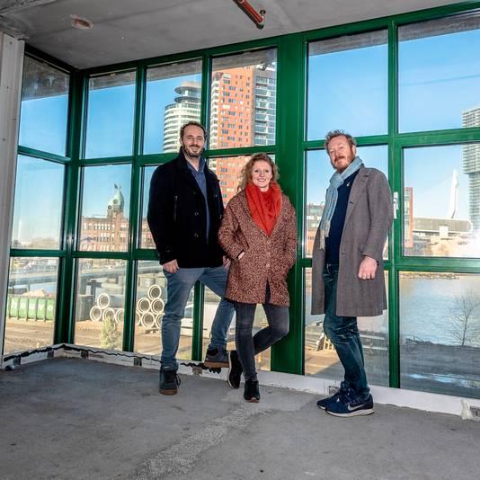 Vlnr: Xander-Paul de Jong, Marijke Booij en Tsjomme Zijlstra van de Fenix Food Factory op Katendrecht. Hier staat het drietal in de nog geheel te verbouwen nieuwe locatie van FFF.