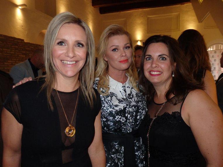 Directeur Evelien Hölsken van Free A Girl, ambassadeur Bridget Maasland en Joamy Tounkara, ook van Free A Girl Beeld Schuim