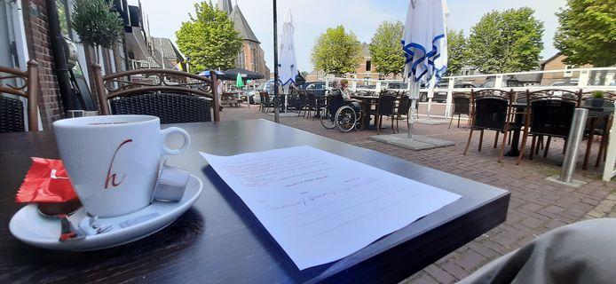 Koffie drinken op een Dinxperlo's terras.