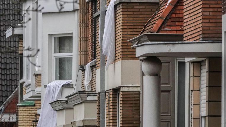 Witte lakens in de Deken Degryselaan.