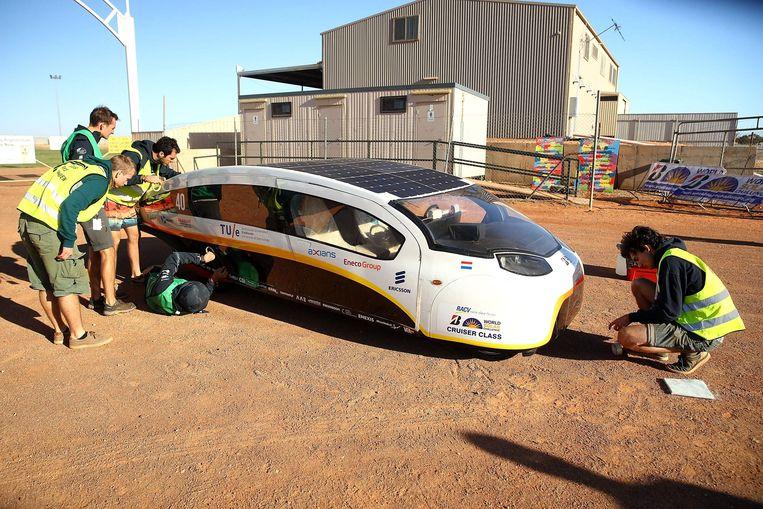 De elektrische gezinsauto 'Stella' van de TU Eindhoven.  Beeld AFP Photo, World Solar Challenge 2017