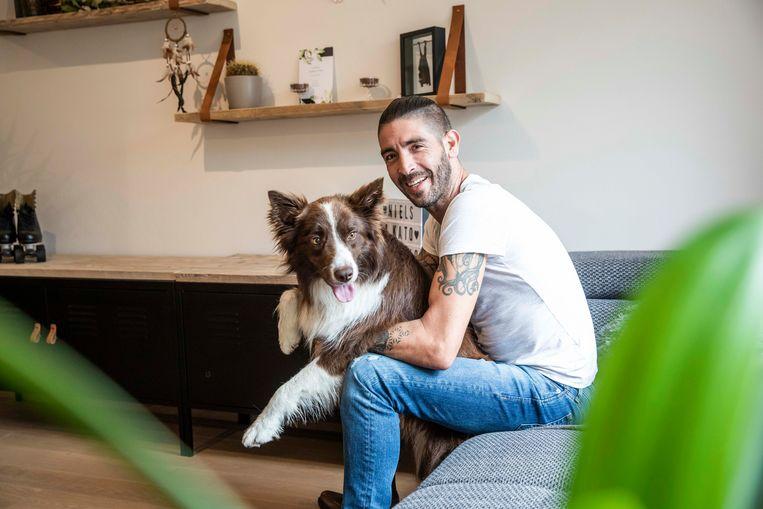 Niels samen met zijn hond Lewis.