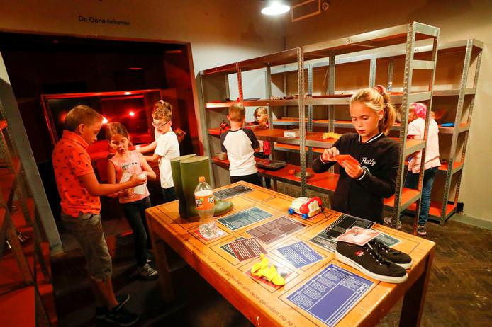 Bezoekers kunnen in De Bunker in Valkenswaard hun eigen hoorspel opnemen.