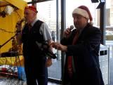 NS-medewerkers brengen station Nijmegen in kerstsfeer