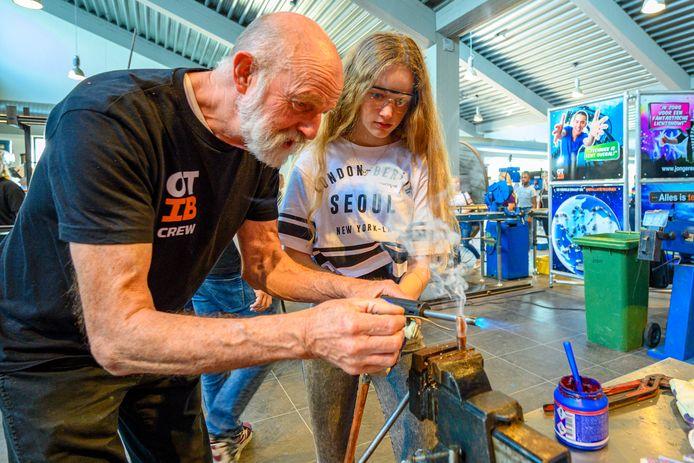 Een workshop techniek op het Ravelijn in Steenbergen.