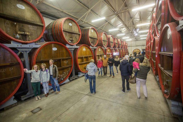 Mensen komen van overal om de bieren van Boon te proeven en de brouwerij in Lembeek te ontdekken.