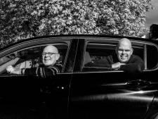 Na 3.000 rijbewijzen stapt rijschoolhouder Simon de lesauto niet meer in