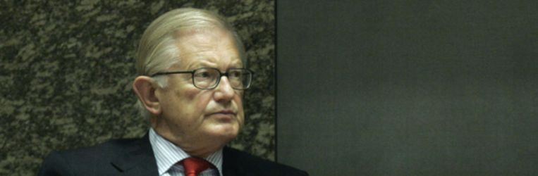 Mr. Pieter van Vollenhoven in de Tweede Kamer bij het debat over de Schipholbrand. (ANP) Beeld