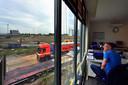 Steven McGill van SRC Herstel is heel boos over nieuw enorme logistiek centrum naast zijn pand op Borchwerf in Roosendaal - oto Pix4Profs/Peter van Trijen.