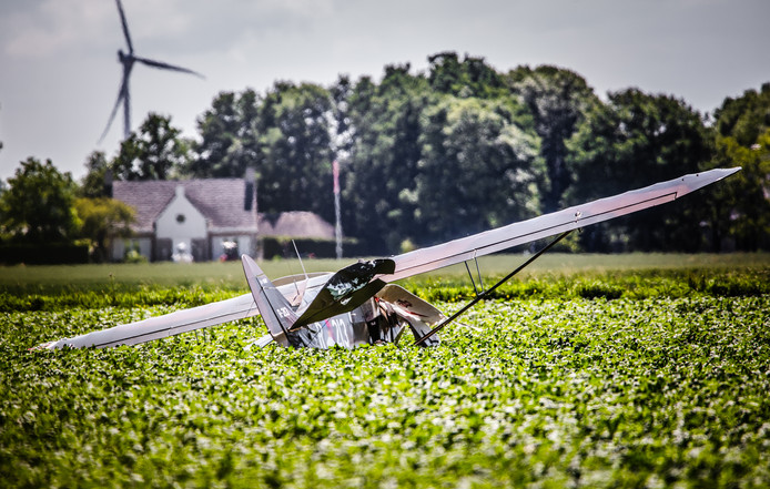 Bij een vliegtuigongeluk in Willemstad vandaag kwamen twee mensen om.