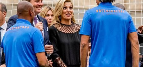 Máxima en Willem-Alexander openen voetbalclinic in Milaan