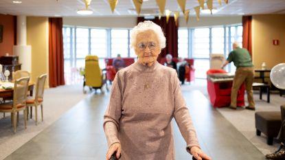 IN BEELD: Een kroon voor 100-jarige Jeanne (al verloopt de ceremonie niet zonder slag of stoot)