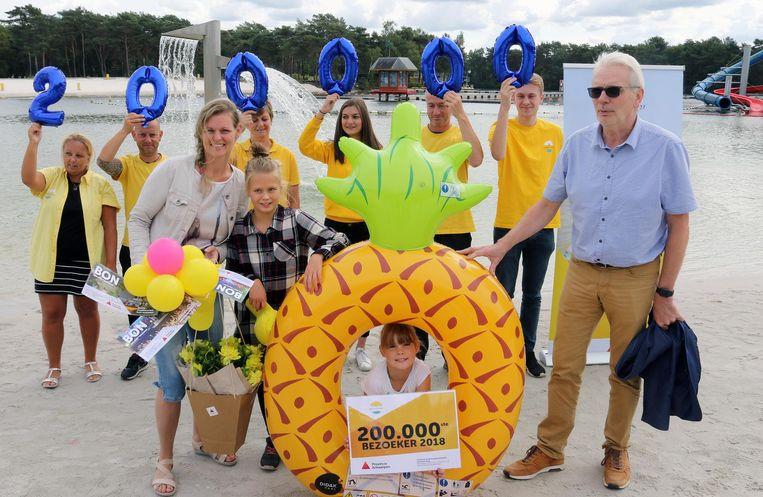 De 200.000ste bezoeker: An Herijgers met kinderen Nore en Louise.