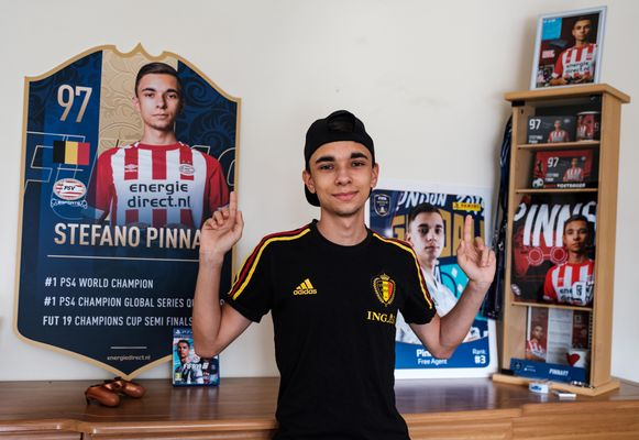 Het was een bewogen jaar voor Houthalenaar Stefano Pinna (22). Hij won in februari zijn eerste tornooi bij de profs, vertrok bij PSV Eindhoven en bereikte op het WK in Londen de achtste finales. Inmiddels is hij terug thuis na een hectische periode.