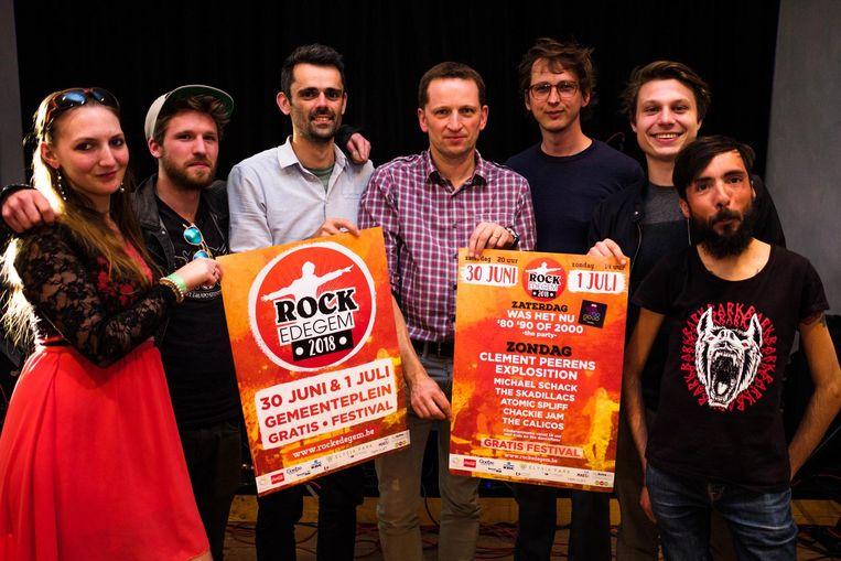 Schepen Jeroen Van Laer (derde van links) en de werkgroep rond Rock Edegem.