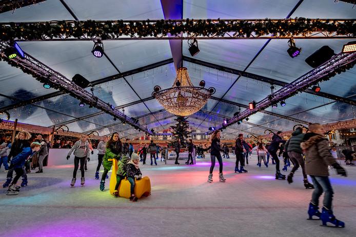 De ijsbaan op de grote markt.