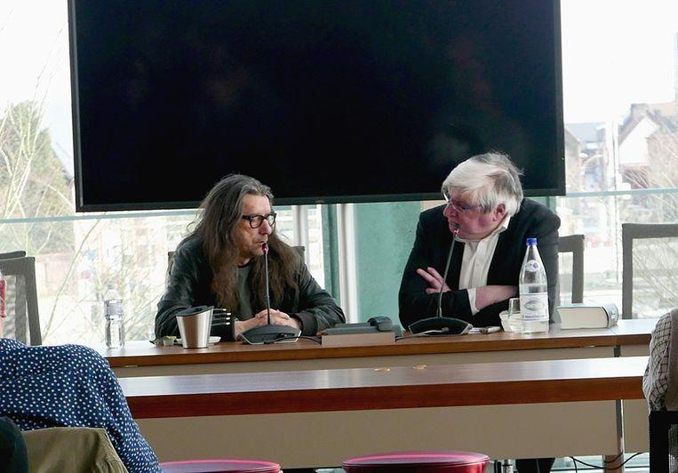 Carlos Alleene in gesprek met Herman Brusselmans tijdens Een uur cultuur in Deinze.