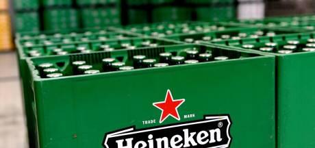 'Curlen' met bierkratten tijdens Epe on Ice