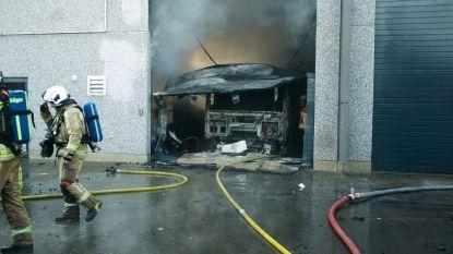 VIDEO. Loods brandt volledig uit op bedrijvenpark Balgerhoeke