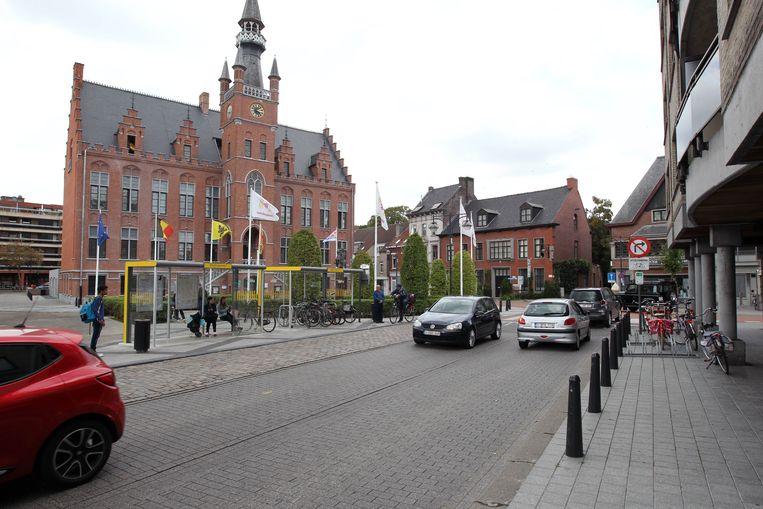 Het vernieuwde gemeentehuis van Maldegem op de Markt.