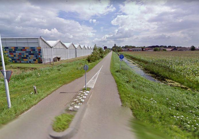 De minderjarige meisjes (12 tot 16 jaar) fietsten in Waalwijk toen de 23-jarige toesloeg.