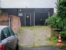 Mannen met iets te dure auto's en vrouwen met rolkoffers in seksinrichting in Oldenzaal