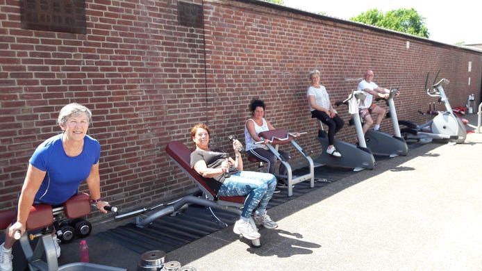 Buiten fitnessen bij Hennes.