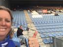 Paulien Knol met op de achtergrond vriendin Froukje Jongsma