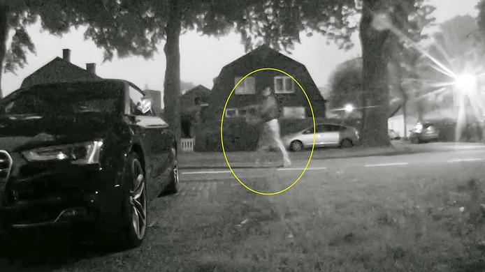 De vermoedelijke schutter, die een dag na een mislukte aanslag met een antitankwapen het pand nogmaals onder vuur nam met een automatisch wapen.