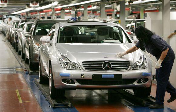 Het moederbedrijf van Mercedes-Benz is in het tweede kwartaal van dit jaar diep in de rode cijfers gedoken.
