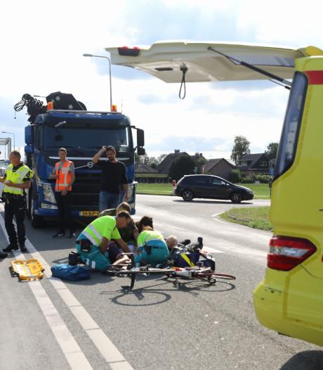 Wielrenster gewond na aanrijding met vrachtwagen in Eembrugge