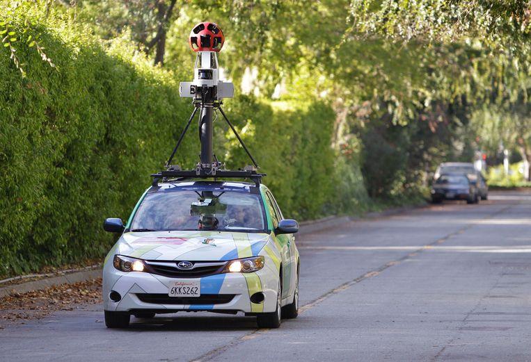Een auto legt voor Google Street View het straatbeeld vast in Palo Alto, Californië. Beeld AP