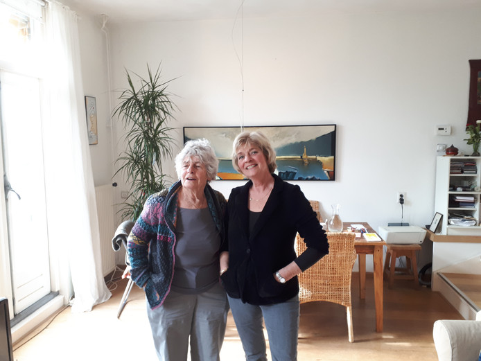 Nel Willekens en Tosca Diters van het comité Wij Ouderen Willen.