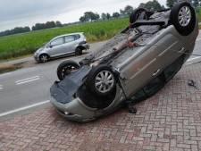 Vrouw komt met nieuw gekochte auto op zijn kop terecht bij ongeval in Landhorst