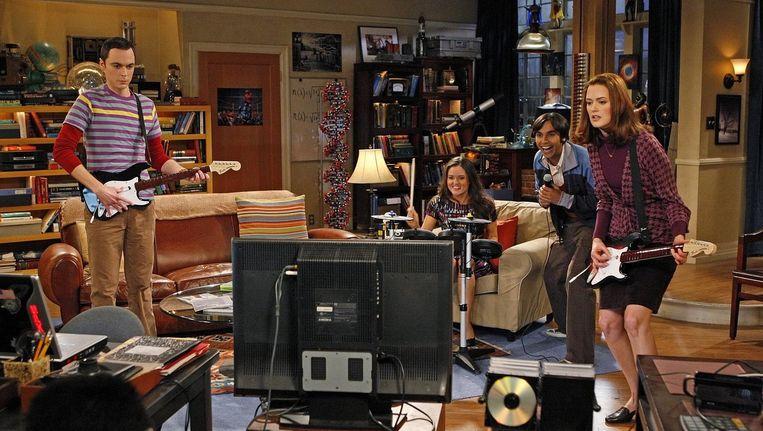 Het gaat om Soft Kitty, het versje dat wordt gezongen voor Sheldon als hij ziek is. Beeld CBS
