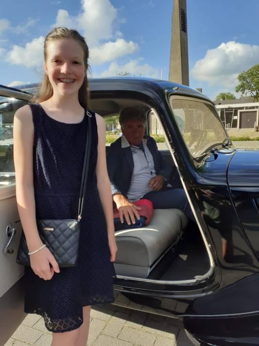 Oijense Senne Verhaar en haar chauffeur.