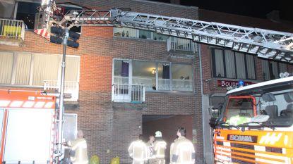 Appartementsbewoners geëvacueerd na brand in gang