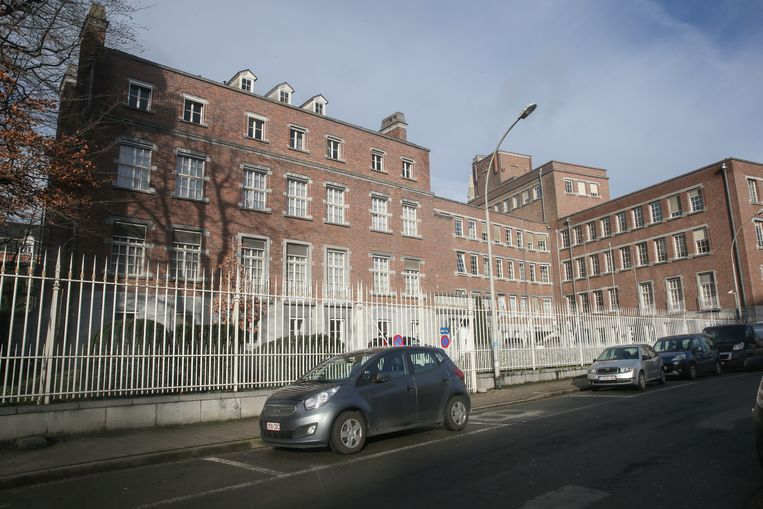 Het Provinciehuis in Gent zal op termijn worden verkocht als de provincie verhuist naar de Leopoldskazerne.