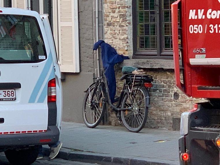De fietser belandde onder de truck in de Gentpoortstraat