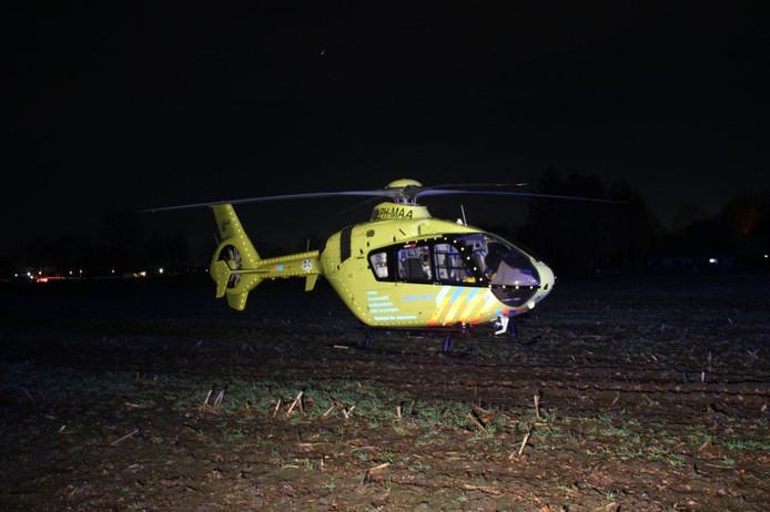 Een traumahelikopter landde in een weiland bij de manege in Mariënheem.