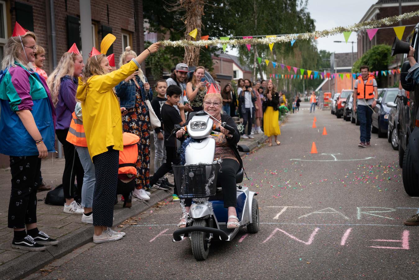 De scootmobielrace vanuit café Sailor in Arnhem.