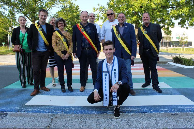 Nick Van Vooren, Eeklonaar en eerste ereheer van Mister Gay Belgium, mocht het zebrapad instappen.