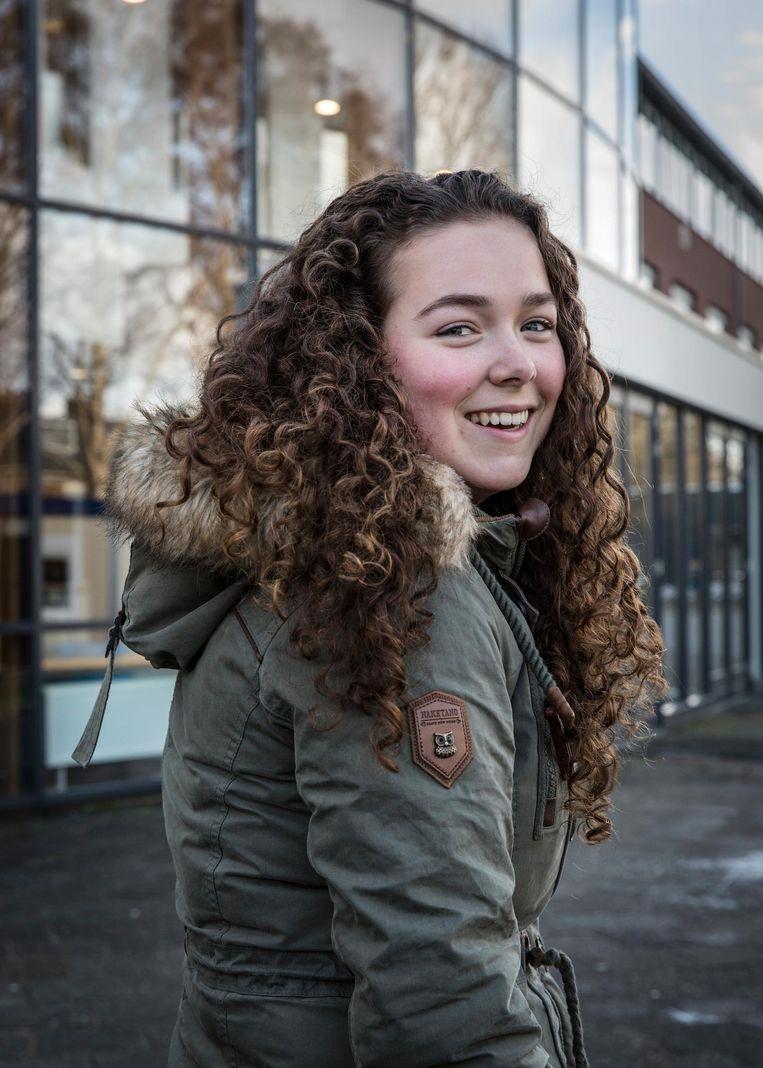Chinta van der Linden gaat iedere dag vanuit Amsterdam naar Weesp Beeld Dingena Mol