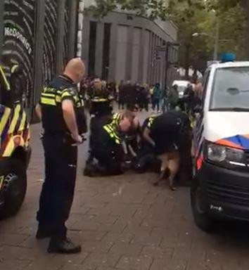 De beelden van de aanhouding leverden veel kritiek op: de politie voelde zich genoodzaakt tekst en uitleg te geven.