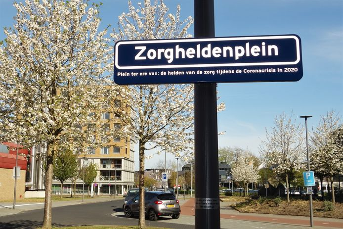 Huisartsencooperatie Medicamus in Harderwijk doopte vanmorgen de entree van St Jansdal in Harderwijk om tot het Zorgheldenplein