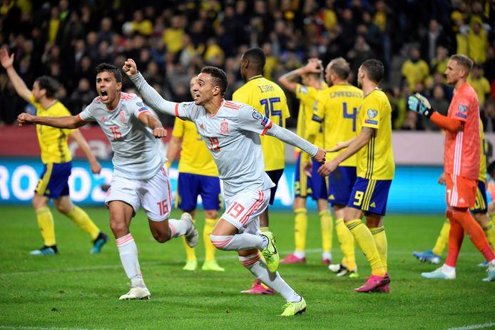 Vreugde bij doelpuntenmaker Rodrigo Moreno en Rodri (links) na de late gelijkmaker.