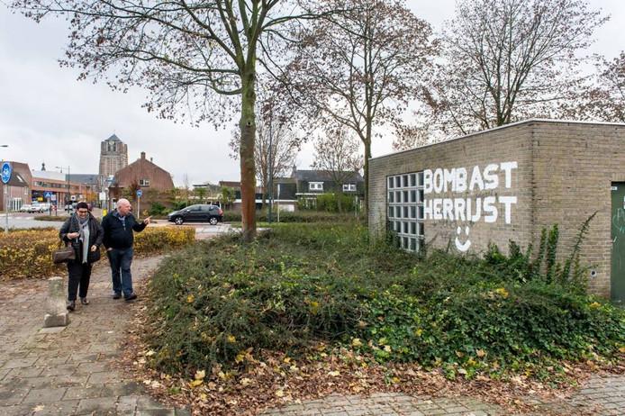 In Oosterhout verscheen de afgelopen weken op verschillende plekken de tekst 'Bombast Herrijst'. Met smiley. Geschilderd, in witte letters. [FOTOBRON]foto René Schotanus/pix4profs