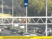 Auto in brand op A58 bij Moergestel, weg  is weer vrij