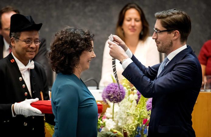 Femke Halsema wordt tijdens een buitengewone raadsvergadering door Commissaris van de Koning Johan Remkes beedigd als burgemeester van Amsterdam.