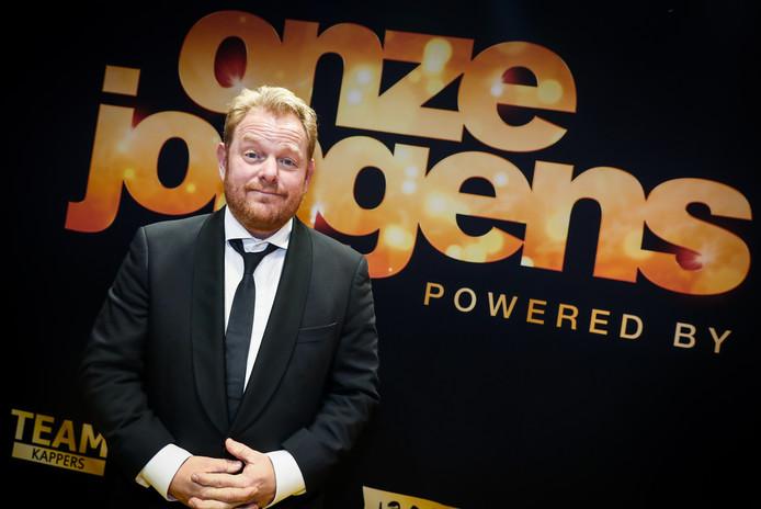 Martijn Fischer op de rode loper tijdens de premiere van de film Onze Jongens.